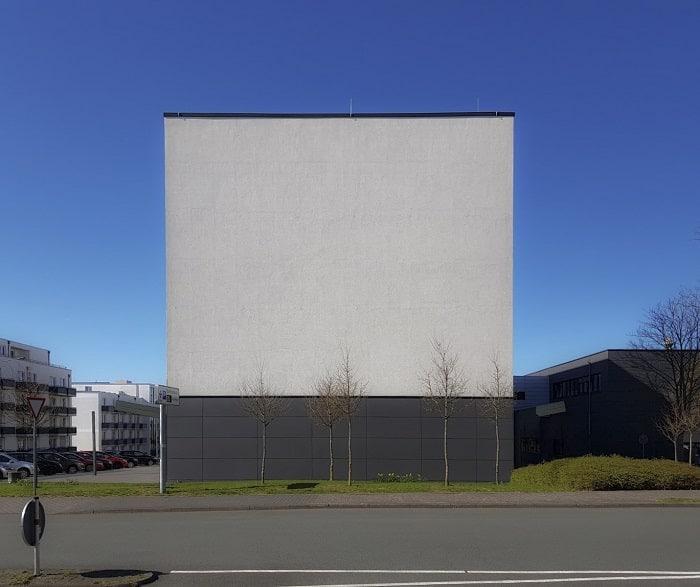 Künstlerisches Wandbild, welches als Werbefläche genutzt werden kann-min