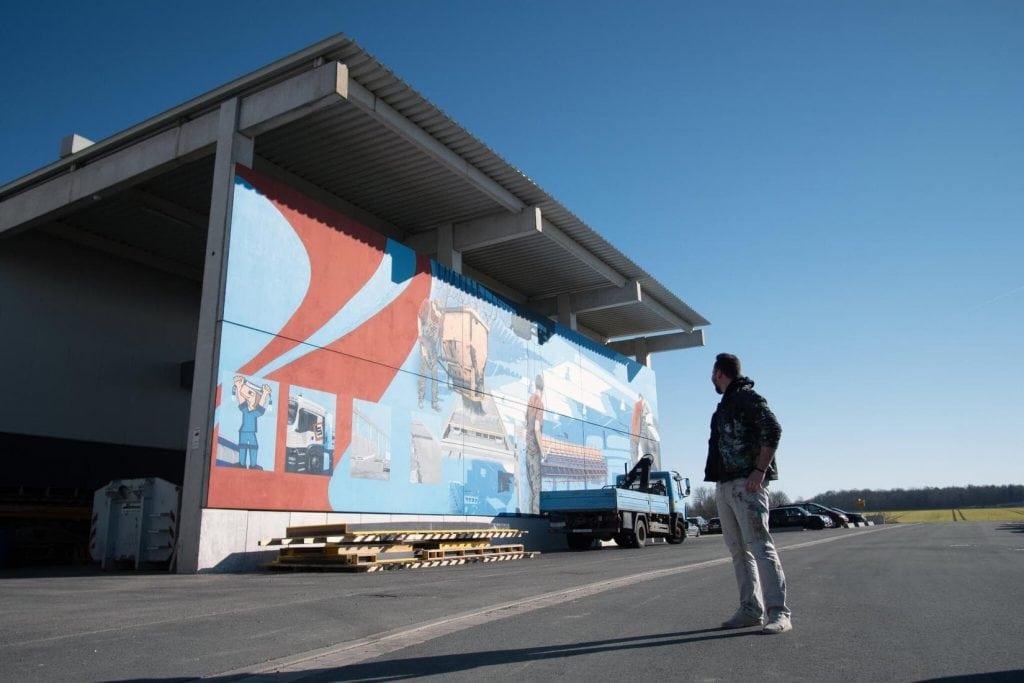 große Wandgestaltung in Borchen - Kunst in der Öffentlichkeit