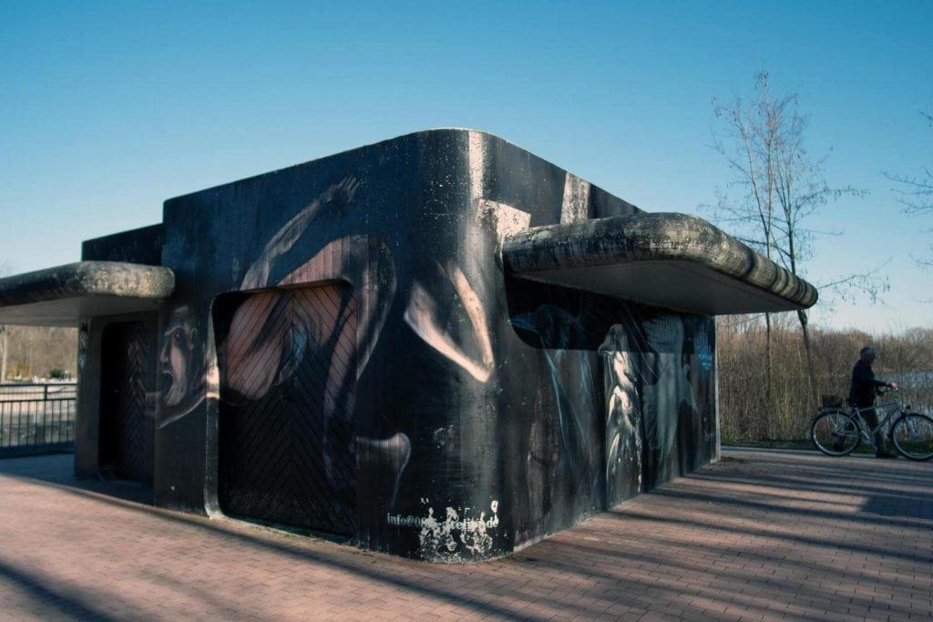 Padersee - Kunst in der öffentlichkeit zeigt einen Schwimmer - Edwin Bormann
